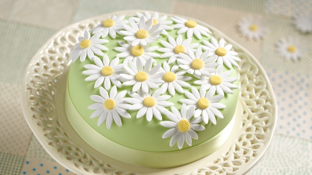 X Daisy Cake (Easter)-620x348