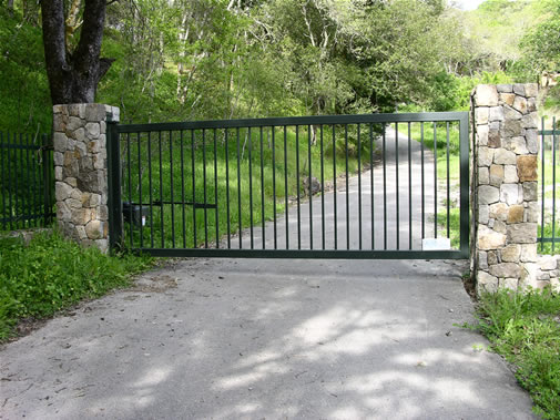 What is the right driveway gate for you artlies for Best driveway gates